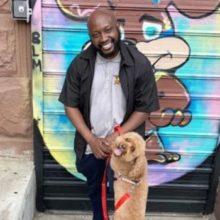 Cuidador de Animais Deixa Dinheiro de Lado e Atende Animais Necessitados de Graça