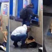 Homem tira a camiseta no metrô e veste cachorro que passava frio