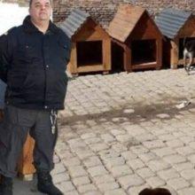 Detentos de Cadeia na Argentina Fazem Casinhas para Cachorros de Abrigo