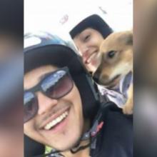 Casal de moto resgata cachorro que estava no mato e tremia de fome!